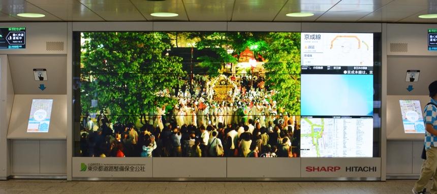 新宿駅西口大型サイネージ