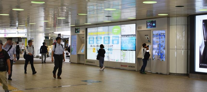 新宿駅西口巨大サイネージ